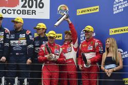 Podium: derde LM GTE #60 Formula Racing Ferrari F458 Italia: Johnny Laursen, Mikkel Mac, Christina Nielsen