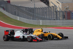 Romain Grosjean, Haas F1 Team and Jolyon Palmer, Renault Sport F1 Team RE16