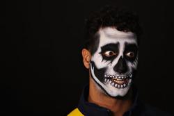 Daniel Ricciardo, Red Bull Racing avec des peintures pour fêter le Dia de Muertos