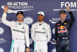 Los tres primeros calificados en parc ferme: Nico Rosberg, Mercedes AMG F1, segundo  Lewis Hamilton, Mercedes AMG F1, pole position; Max Verstappen, Red Bull Racing, tercero