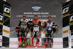 Podium : le vainqueur Chaz Davies, Ducati Team; le deuxième, Tom Sykes, Kawasaki Racing; le troisième, Jonathan Rea, Kawasaki Racing
