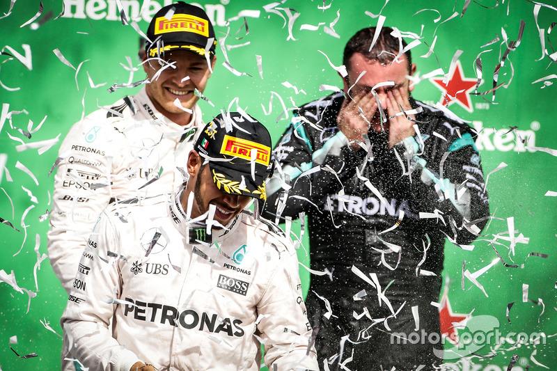 Doble podio de Mercedes