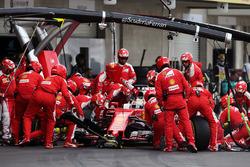 Sebastian Vettel, Ferrari SF16-H hace una pit stop