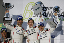 Podium: Race winners #1 Porsche Team Porsche 919 Hybrid: Timo Bernhard, Mark Webber, Brendon Hartley