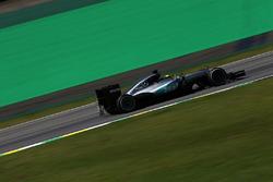 Lewis Hamilton, Mercedes AMG F1 W07 Hybrid, mit Messgeräten am Auto