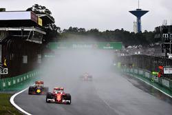 Кими Райкконен, Ferrari SF16-H, Макс Ферстаппен, Red Bull Racing RB12, и Себастьян Феттель, Ferrari SF16-H