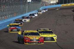 Joey Logano, Team Penske Ford, Matt Kenseth, Joe Gibbs Racing Toyota