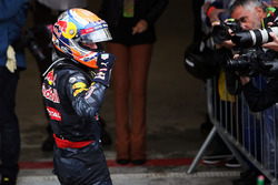 Max Verstappen, Red Bull Racing, célèbre sa troisième place dans le parc fermé