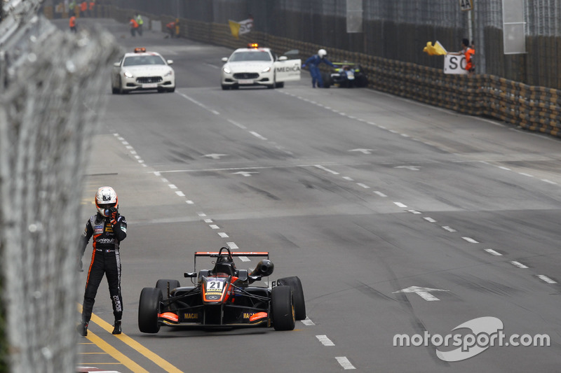 13. Crash, Anthoine Hubert, Van Amersfoort Racing, Dallara Mercedes