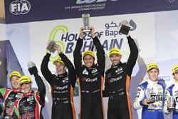 LMP2 Podium: eerste plaats #26 G-Drive Racing Oreca 05 - Nissan: Roman Rusinov, Alex Brundle, René Rast