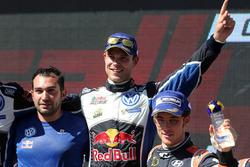 Podium: winner Andreas Mikkelsen, Volkswagen Motorsport