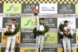 Podyum: GT-Cup: 1. Adderly Fong, Bentley Team Absolute, Bentley Continental GT3; 2. Nicky Catsburg, Rowe Racing BMW M6 GT3; 3. Fabian Plentz, Team HCB-Rutronik-Racing Audi R8 LMS