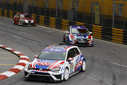Andy Yan Cheuk Wai, Liqui Moly Team Engstler, Volkswagen Golf GTI TCR; Tin Sritrai, Team Thailand, Honda Civic TCR