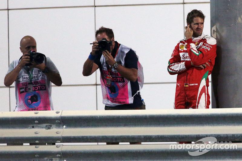 Sebastian Vettel, Ferrari se detuvo en la segunda sesión de práctica