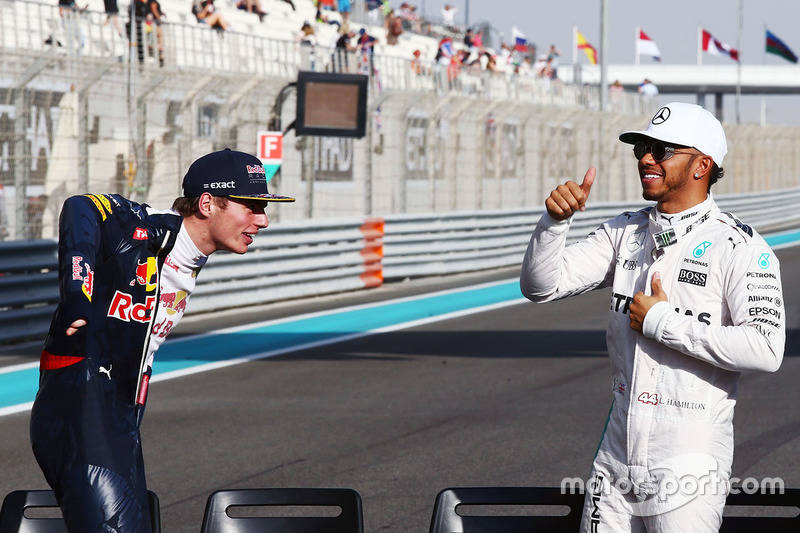 Max Verstappen, Red Bull Racing con Lewis Hamilton, Mercedes AMG F1