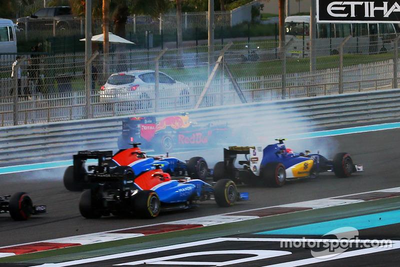 Max Verstappen trompeó en la primera curva