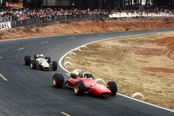 Chris Amon, Ferrari 312 leads Denny Hulme, Brabham BT24 Repco