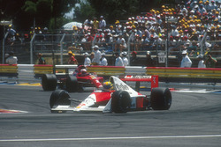 Ayrton Senna, McLaren MP4/5B Honda con Nigel Mansell, Ferrari 641 detrás