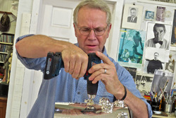 Will Behrends bearbeitet die Borg-Warner-Trophy
