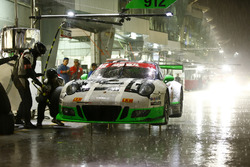 Pit stop, #911 Manthey Racing Porsche 911 GT3 R: Earl Bamber, Nick Tandy, Patrick Pilet