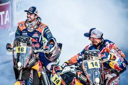 Ganadores #14 Red Bull KTM Factory Racing: Sam Sunderland y #16 Red Bull KTM Factory Racing: Matthias Walkner