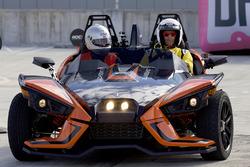 Motorsport.com-Chefredakteur Charles Bradley fährt einen Polaris Slingshot
