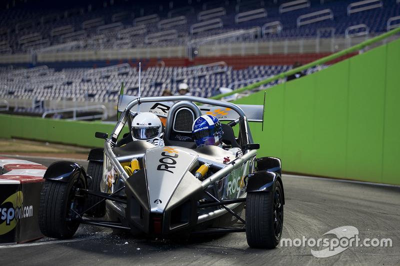 David Coulthard pilote l'Ariel Atom Cup