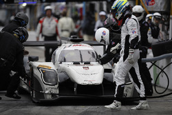 #52 PR1 Mathiasen Motorsports Ligier: Michael Guasch, R.C. Enerson, Tom Kimber-Smith, Jose Gutierrez, pit action