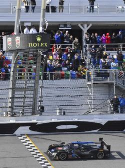 #10 Wayne Taylor Racing Cadillac DPi: Ricky Taylor, Jordan Taylor, Max Angelelli, Jeff Gordon se llevan la bandera a cuadros