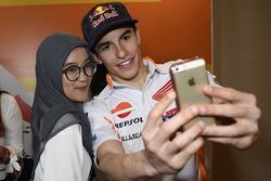 Marc Marquez, Repsol Honda Team mit einem Fan