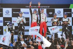 Podio: i vincitori Jari-Matti Latvala, Miikka Anttila, Toyota Racing, al secondo posto Ott Tänak, Martin Järveoja, M-Sport, al terzo posto Sébastien Ogier, Julien Ingrassia, M-Sport