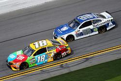 Kyle Busch, Joe Gibbs Racing, Toyota; Alex Bowman, Hendrick Motorsports, Chevrolet