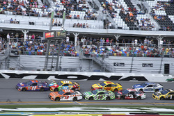 Restart: Denny Hamlin, Joe Gibbs Racing, Toyota