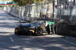 Crash: #5 GT Motorsport, Audi R8 LMS: Nathan Antunes