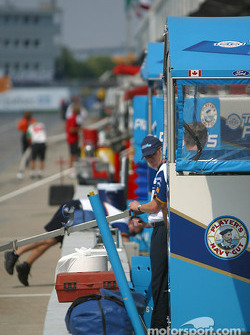 Preparations on pitlane