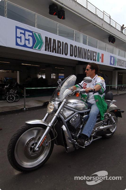 Mario Dominguez sur sa Harley-Davidson