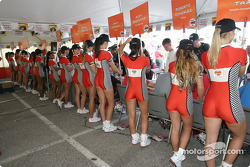 Autograph session: the Molson Indy girls