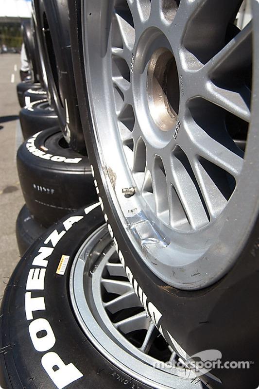 Des lignes et des lignes de Bridgestone Potenza