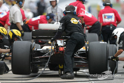 Pitstop practice for Oriol Servia, take 3