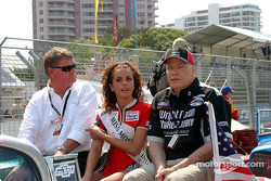 John Cowley, Chairman, Lexmark Indy 300 with Terry Mackenroth, Deputy Premier, Treasurer and Minister for Sport in the Queensland Government with Miss Molson Indy 2004