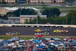 Mark Martin, Hendrick Motorsports Chevrolet and Jeff Gordon, Hendrick Motorsports Chevrolet lead the field