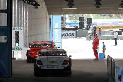 Ralf Schumacher, Team HWA AMG Mercedes C-Klasse and Renger van der Zande, Persson Motorsport, Mercedes C-Klasse wait to be released