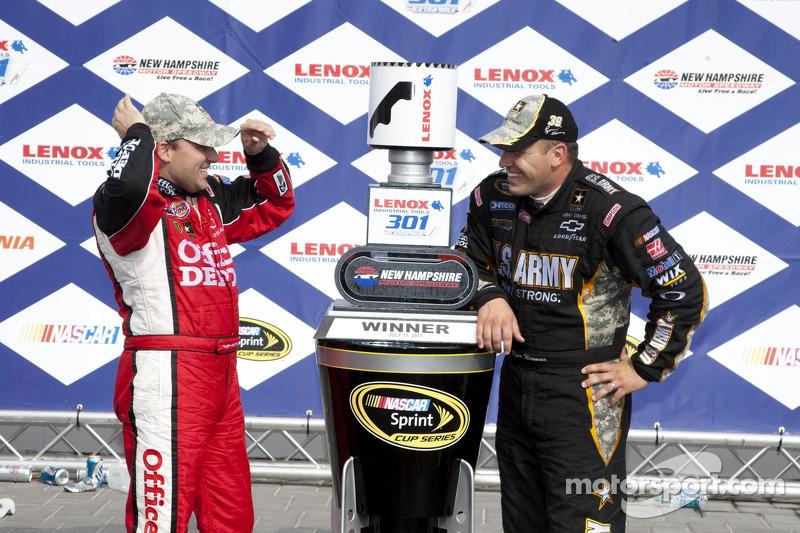 Juli 2011: Der erste Doppelerfolg für Stewart/Haas Racing