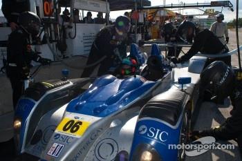 Pit stop for #06 Core Autosport Oreca FLM09: Gunnar Jeannette, Ricardo Gonzalez