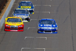Kurt Busch, Penske Racing Dodge and David Ragan, Roush Fenway Racing Ford