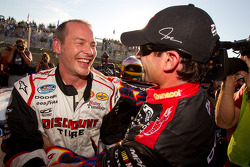 Pole Jacques Villeneuve, Penske Racing Dodge viert met 2de Alex Tagliani, Penske Racing Dodge