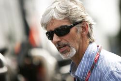 Damon Hill visits the paddock