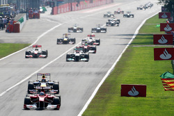 Fernando Alonso, Scuderia Ferrari leads