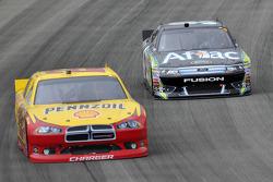 Kurt Busch, Penske Racing Dodge, Carl Edwards, Roush Fenway Racing Ford