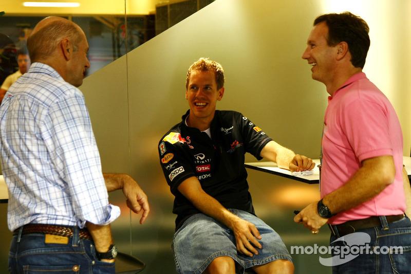 Кристиан Хорнер, руководитель команды Red Bull Racing, Эдриан Ньюи, технический директор Red Bull Ra